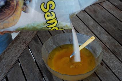 Ajouter le sable au mélange