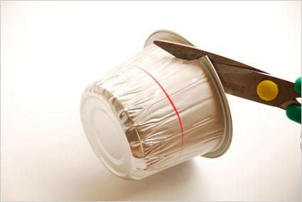 Découper le pot en aluminium à la moitié de sa hauteur