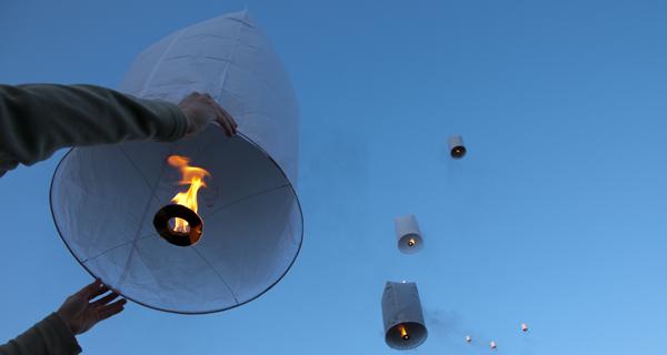 Lanterne volante le jardin de kiran ressources pour une nouvelle education - Fabriquer une lanterne ...