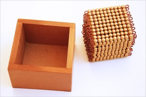 boite-perles-dorees-montessori
