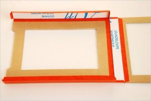 Encollage des linteaux supérieur et inférieur du Butaï en carton