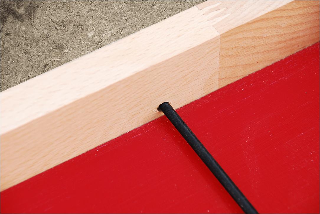 Passage de l'élastique pour la fabrication d'un Passe-trappe