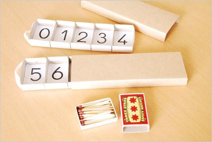 Voilà nos boîtes de fuseaux allumettes Montessori