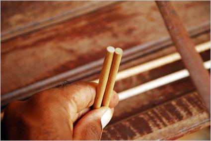 Poncer les fuseaux pour éliminer les échardes et les égaliser
