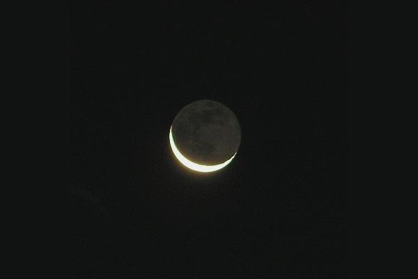 Nouvelle Lune et Lumière Cendrée
