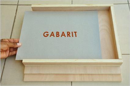 Vérifions de la justesse de nos dimensions avec un gabarit des planches de Kamishibaï