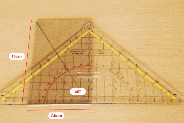 A présent, le travail se fait plus précis ; nous définissons les côtes du triangle de référence dont nous traçons l'hypoténuse.