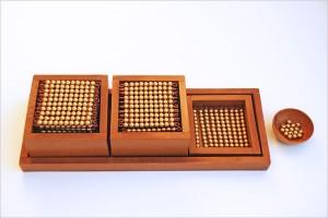 plateau-perles-dorees-montessori