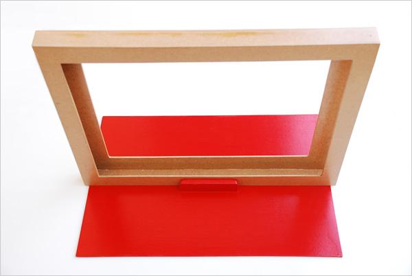 Butai avec son socle-rideau rouge