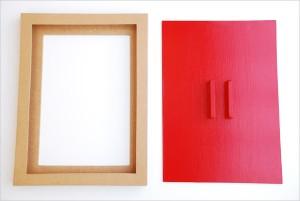 Butaï avec sa plaque-rideau rouge