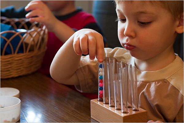 enfant-materiel-montessori