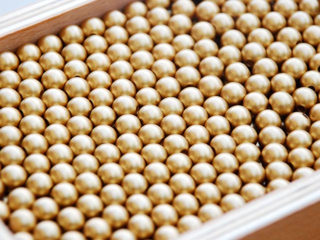 Réaliser le Coffret de Perles Dorées de Montessori